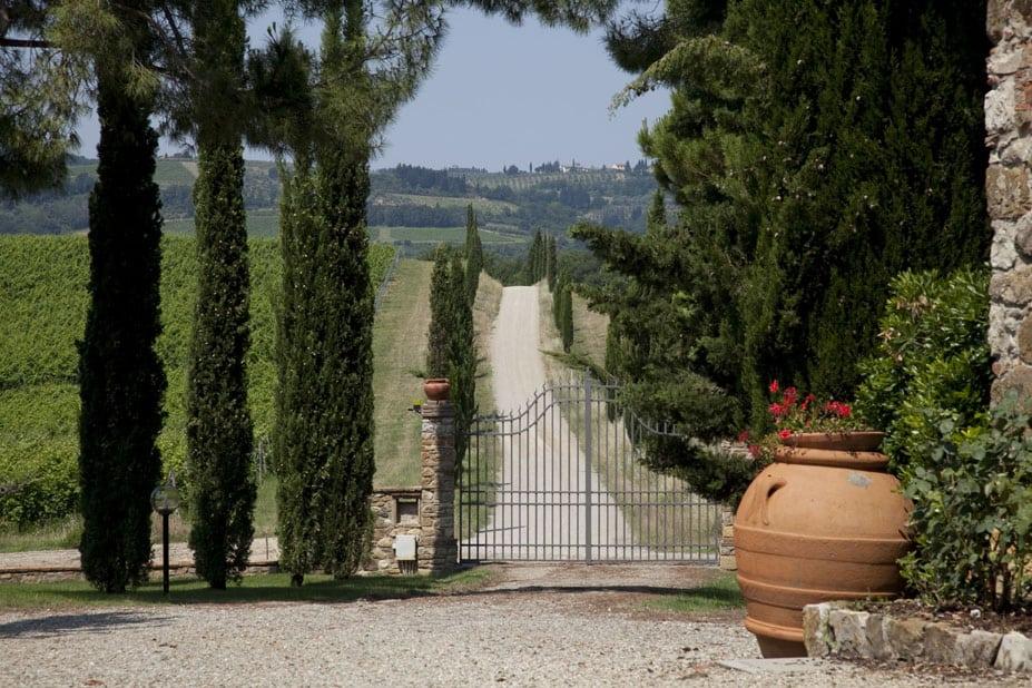Pratale gated driveway